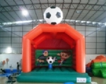 ZAMEK DMUCHANY Model piłka nożna Pomarancza 001