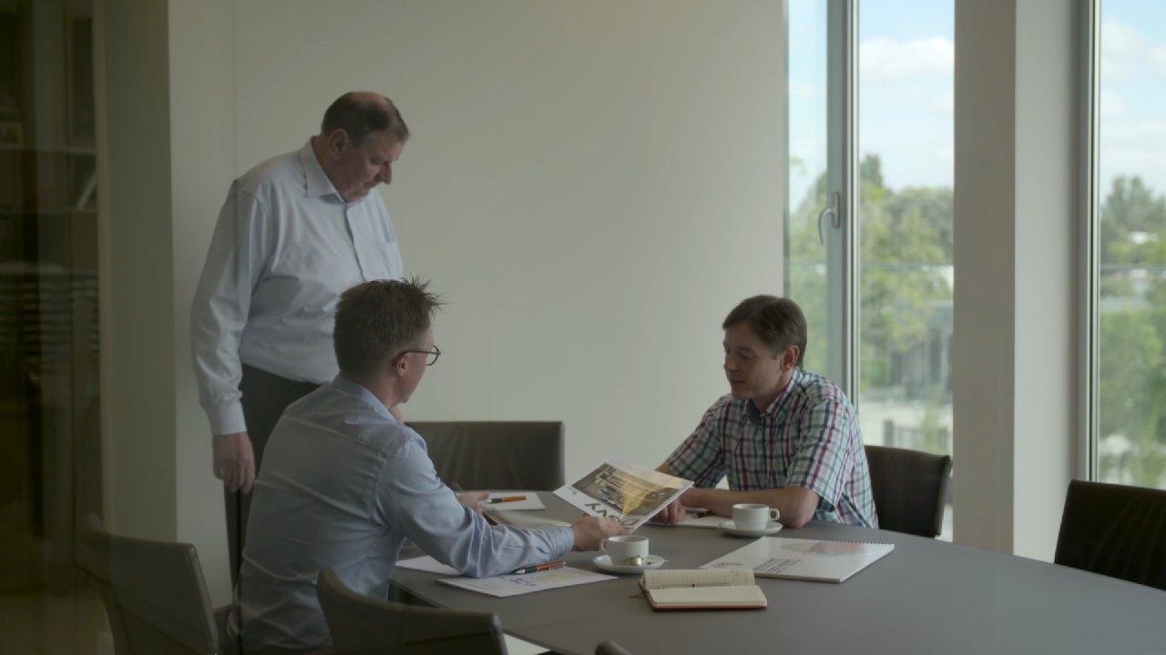 Donald Muylle geeft de fakkel door aan zijn zonen